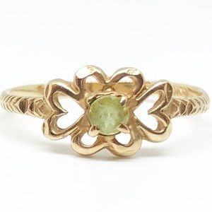 10k Yellow Gold Vintage Peridot Heart Ring